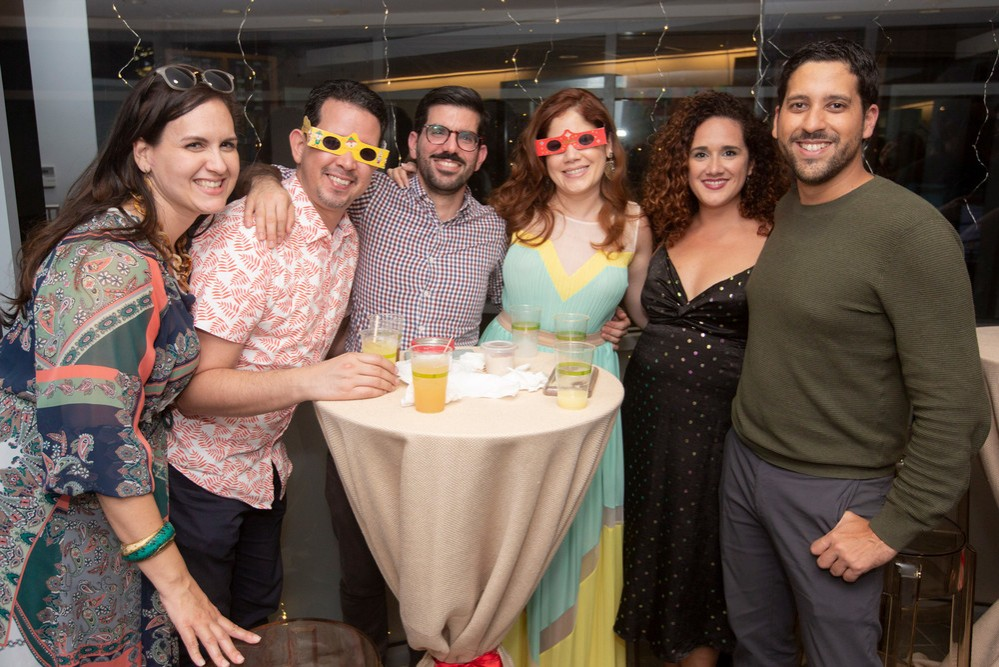 9 · Dos Fiestas: New York / San Juan